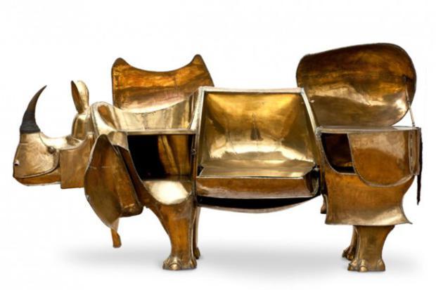Concebida como escrivaninha, The Rhino Desk é comumente usada como bar.
