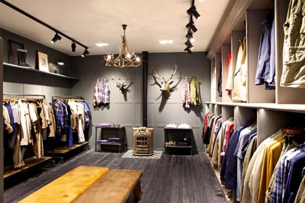 O cinza, que recebe muito bem quase todas as outras, foi a cor escolhida por Mazerat para a nova decoração da Aigle.