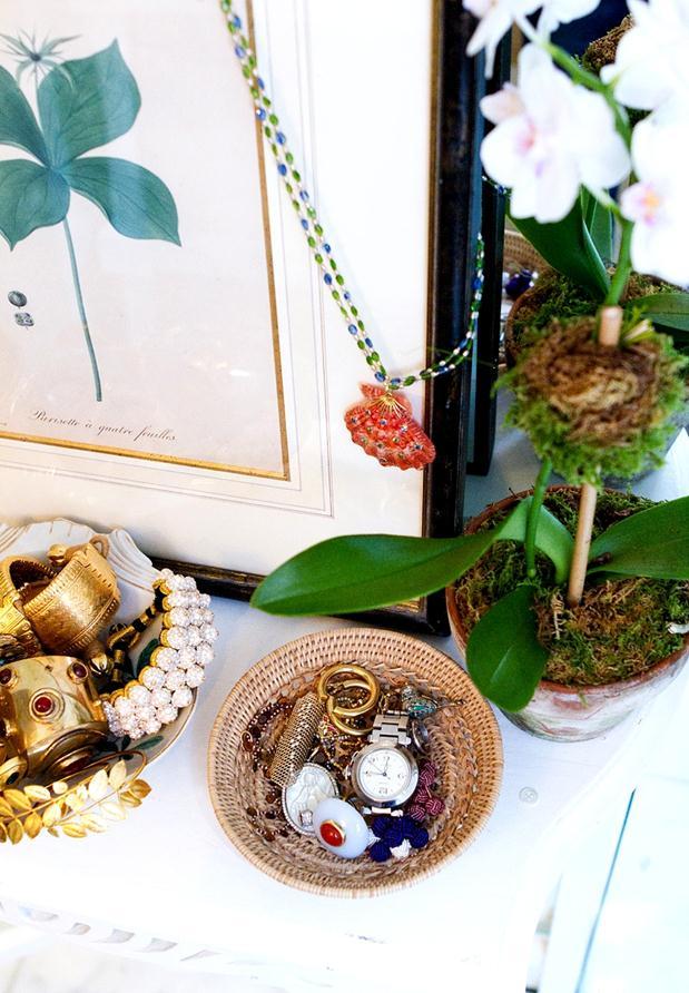 As bijouxs/jóias inseridas na decoração.