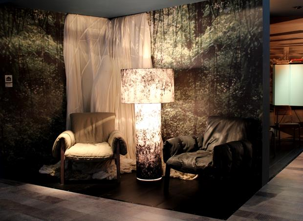 Poltronas Diesel. O efeito marmorizado, em alta, aparece forte no mobiliário da marca.