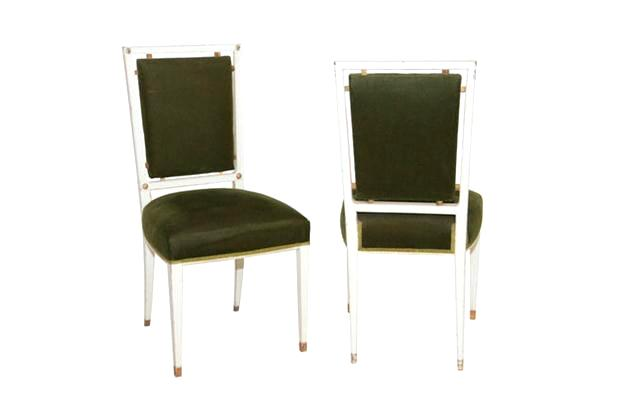 Para a época, cadeiras modernérrimas, em estilo jovem e rico.