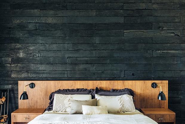 Preto & madeira, uma combinção imbatível.