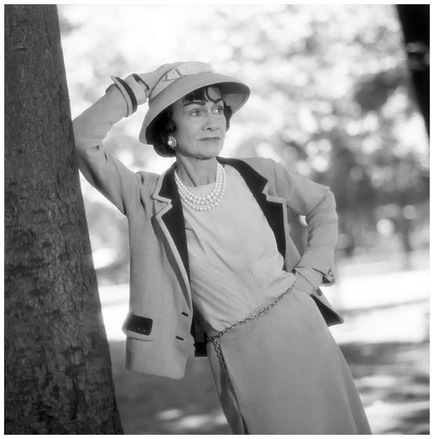 coco-chanel-aux-tuilleries-paris-juin-1957-photo-willy-rizzo (Copy)