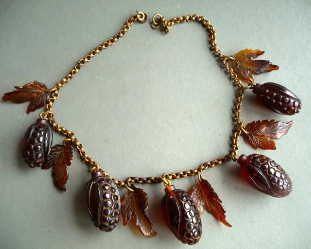 baq vintage bakelite necklace (Copy)