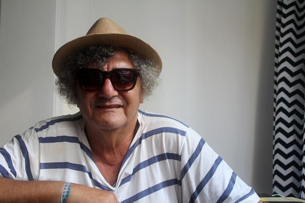 O poeta Jorge Salomão em pose exclusiva para Hardecor.