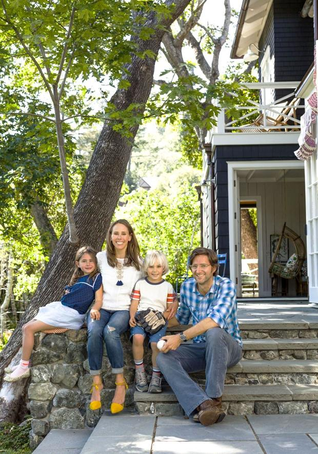 O casal, aqui com os filhos Olive e Freedie.