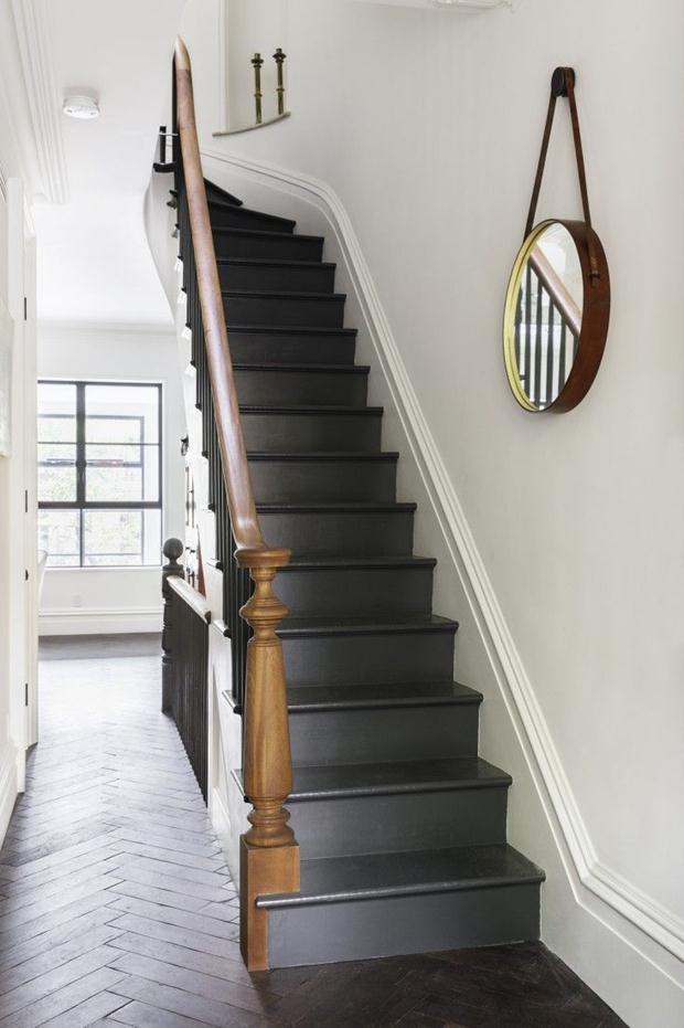 escada cinza chumbo