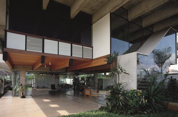 Residência de Ida e Mário Franco , no Guarujá. Projeto de 1974.
