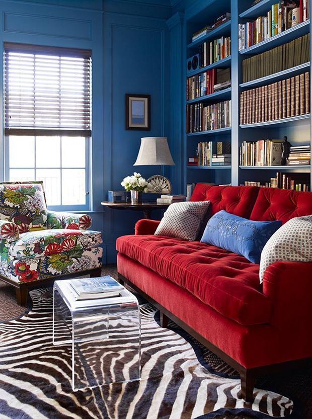 Composição animada pelo azul das paredes.