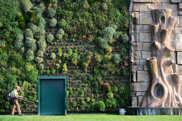 vert Large-Scale-Exterior-Vertical-Gardens-Centro-Commerciale-Milan (Copy)