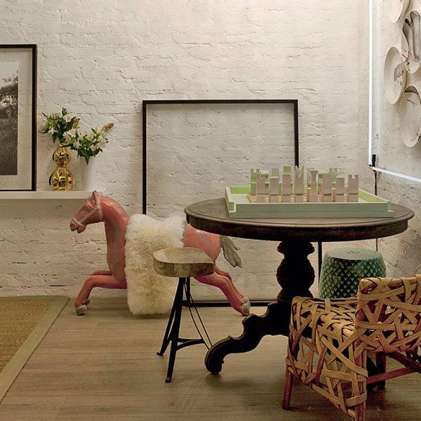 O Living dos Amigos de Alexandra Tobler recebeu peças vintage, em clima de aconchego.
