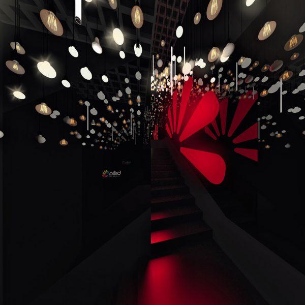 Escada das Luzes. Espelhos refletem as quase 300 lâmpadas, por Maurício Arruda, Fabio Mota e Lais Delbianco.