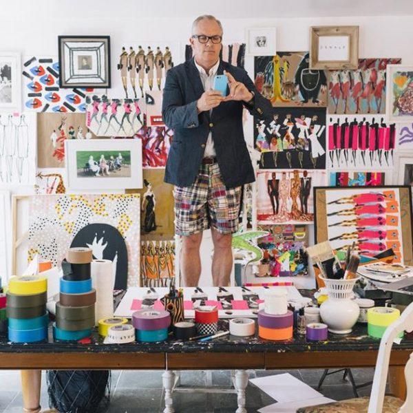 Robertson faz pose em seu atelier.