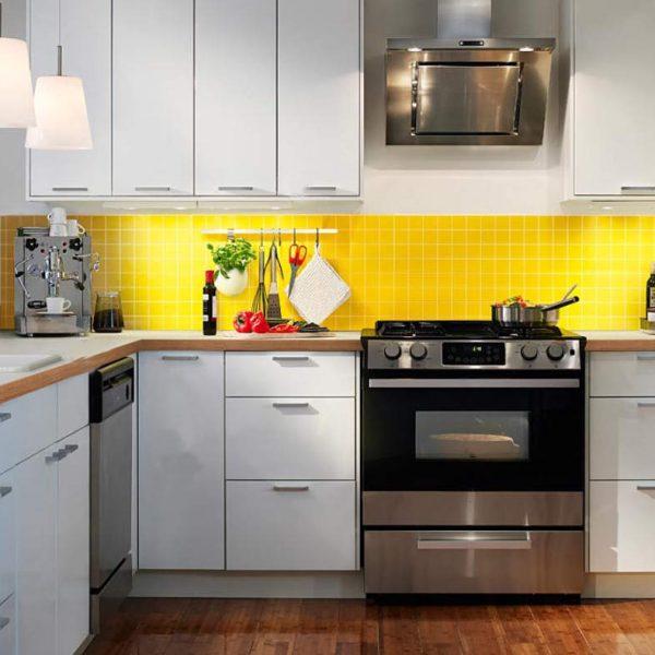 Aqui, exemplo de revestimento em amarelo em uma pequena área. Observe como mesmo em pequenas proporções o amarelo faz toda a diferença.