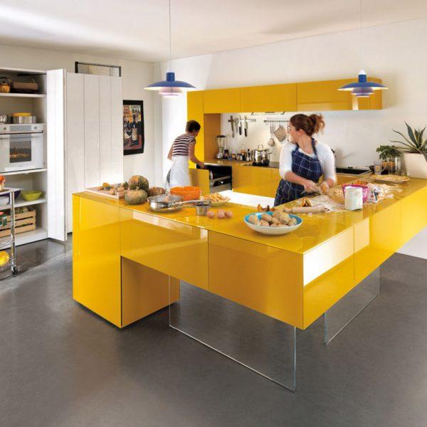 O cinza é uma ótima cor para ser combinada com o amarelo.