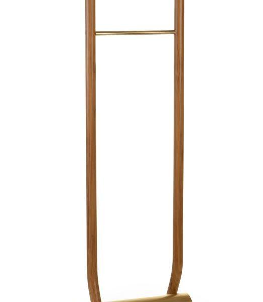 Inspirada no movimento de andar, o Cabide Andor leva madeira maciça e bronze. Lindo!