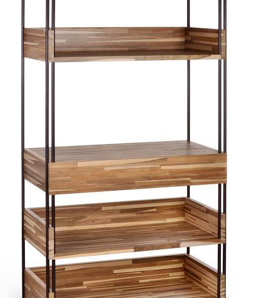 Da linha Clips, a estante foi desenhada em várias versões/tamanhos.