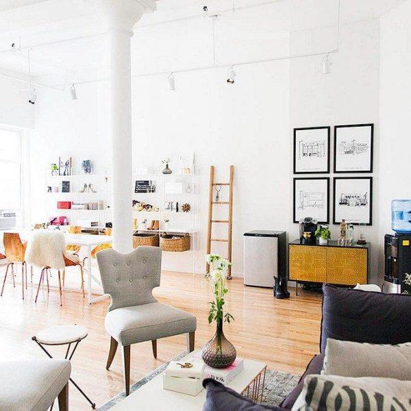 Muitos dos móveis vieram do escritório antigo, localizado no mesmo bairro em Nova York.