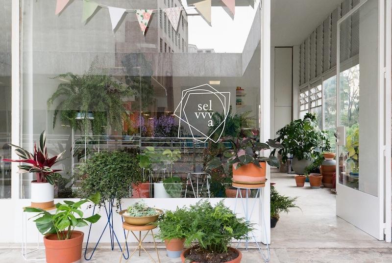 A fachada da Selvvva, loja de plantas descolada em São Paulo.