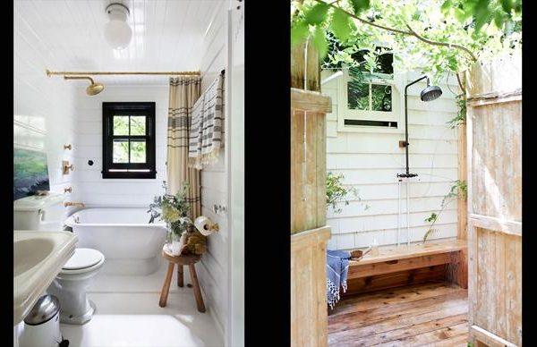O banheiro branco recebe toalhas e cortina em listras. A ducha na área externa ajuda a amenizar o calor.