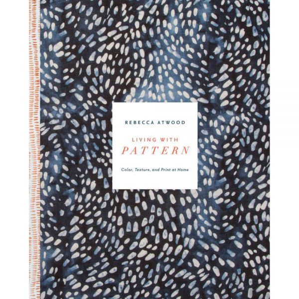 A capa, linda, do livro Living with Pattern: Color, Texture, and Print at Home, que você pode comprar via Amazon.
