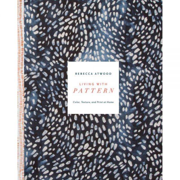 A capa, linda, do livro Living with Pattern: Color, Texture, and Print at Home, que você pode comprar via Amazon.