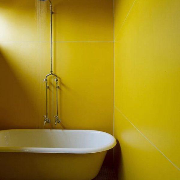 O banheiro cor de gema de ovo!