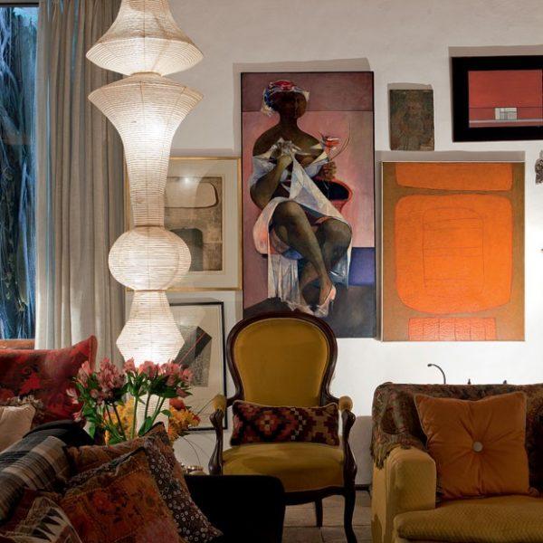 As obras de arte ocupam papel especial na decoração.