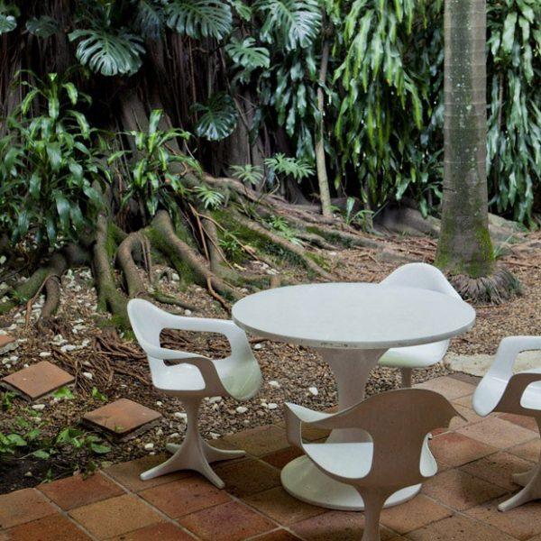 As peças são da coleção de Zalszupin, um dos primeiros designers no Brasil a trabalhar com polipropileno e plástico injetado.
