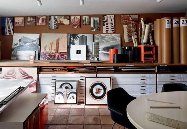 O escritório do arquiteto e designer.