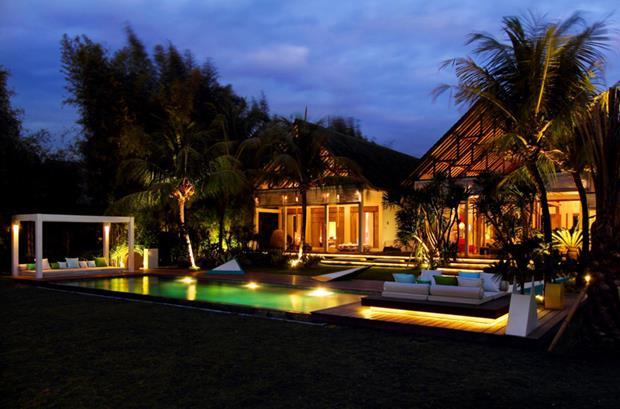 A iluminação bem planejada da casa de Valentina Audrito em Bali.
