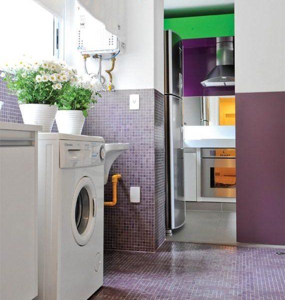 Achei esta lavanderia linda! Foi uma sacada pintar a outra parede da mesma cor das pastilhas. Cor faz toda a diferença!