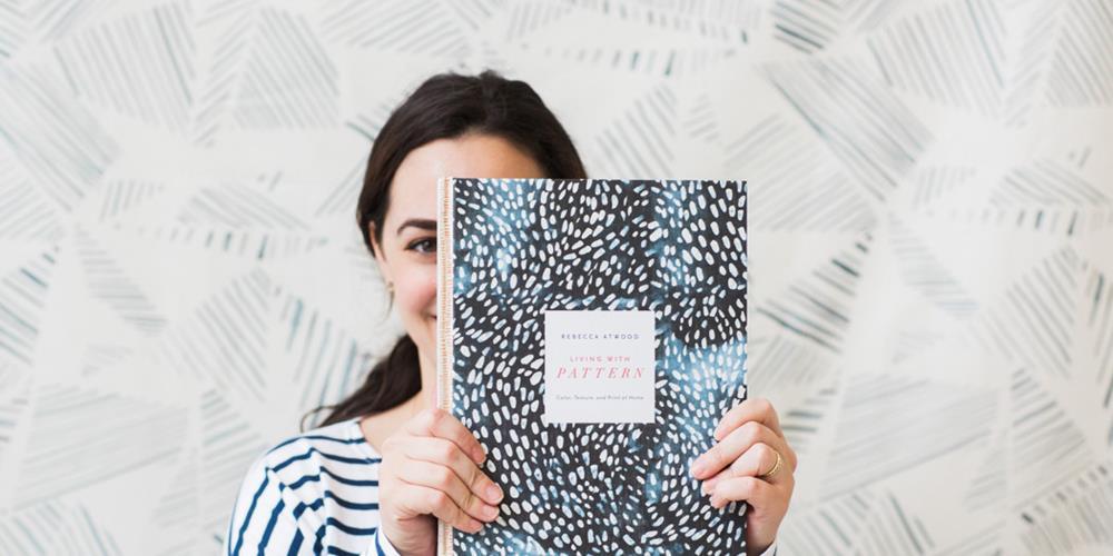 Rebecca Atwood faz pose com seu livro!