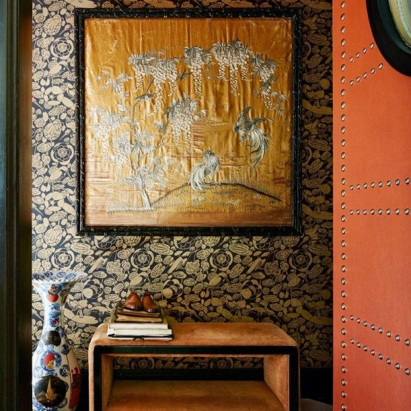 Papel de parede preto e dourado Christopher Hyland.