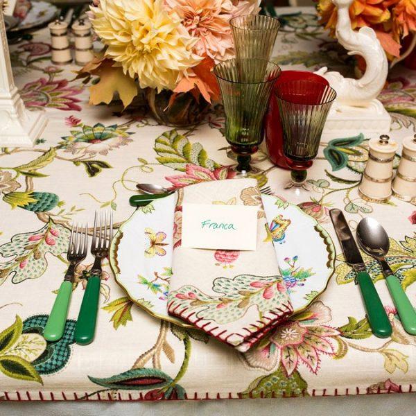 Uma mesa feliz no jantar organizado  por Anna Wintour, editora-chefe da Vogue americana.