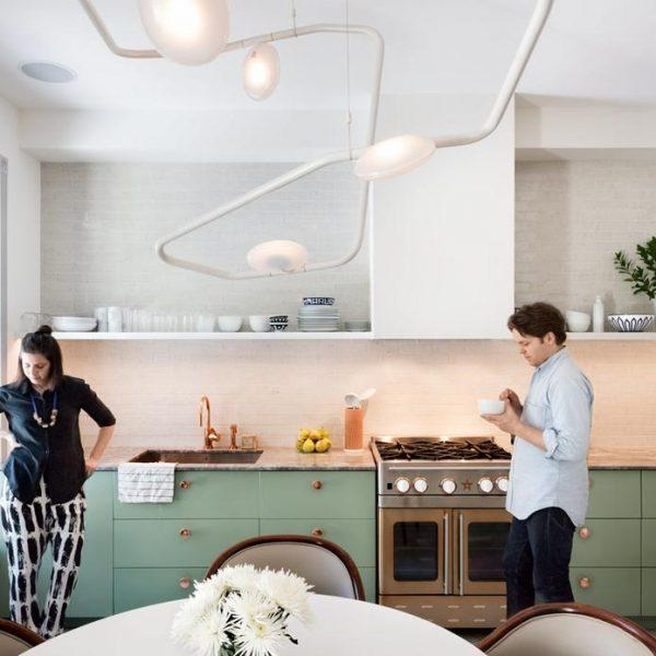 Fiquei completamente apaixonada pela cor da cozinha!