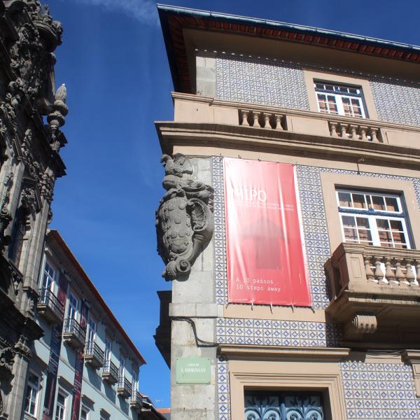 Porto é a segunda maior cidade de Portugal, e as ruas são recheadas de belezas, como é possível ver nesta foto.