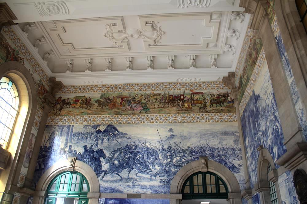 Estação São Bento, maravilhosa e impossível de fotografar sem milhares de turistas na sua foto. Claro que você também está em fotos no mundo inteiro! rs