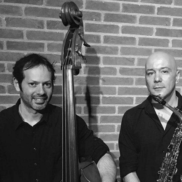 Dia 3 de dezembro, a apresentação do duo Mudzz, formado pelo saxofonista Marcelo Monteiro e pelo baixista Daniel Amorin.