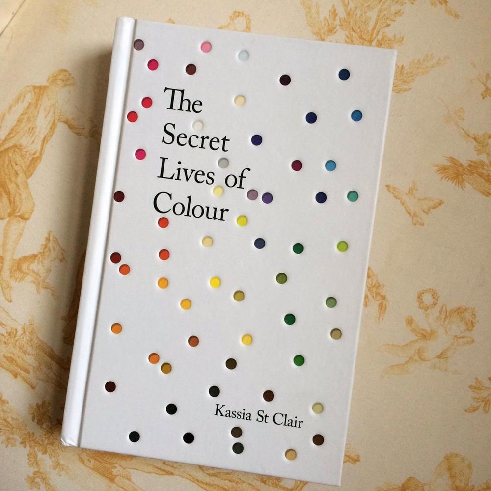 Capa do livro The Secret Lives of Colours, da jornalista Kassia St Clair.