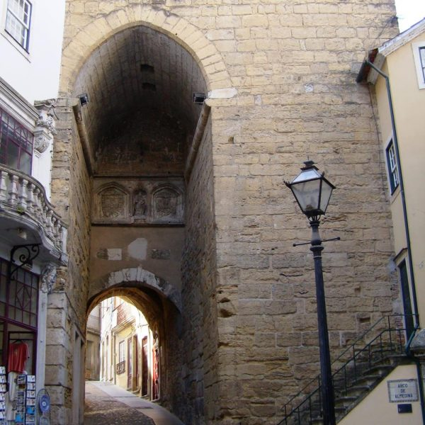 Arco de Almedina.