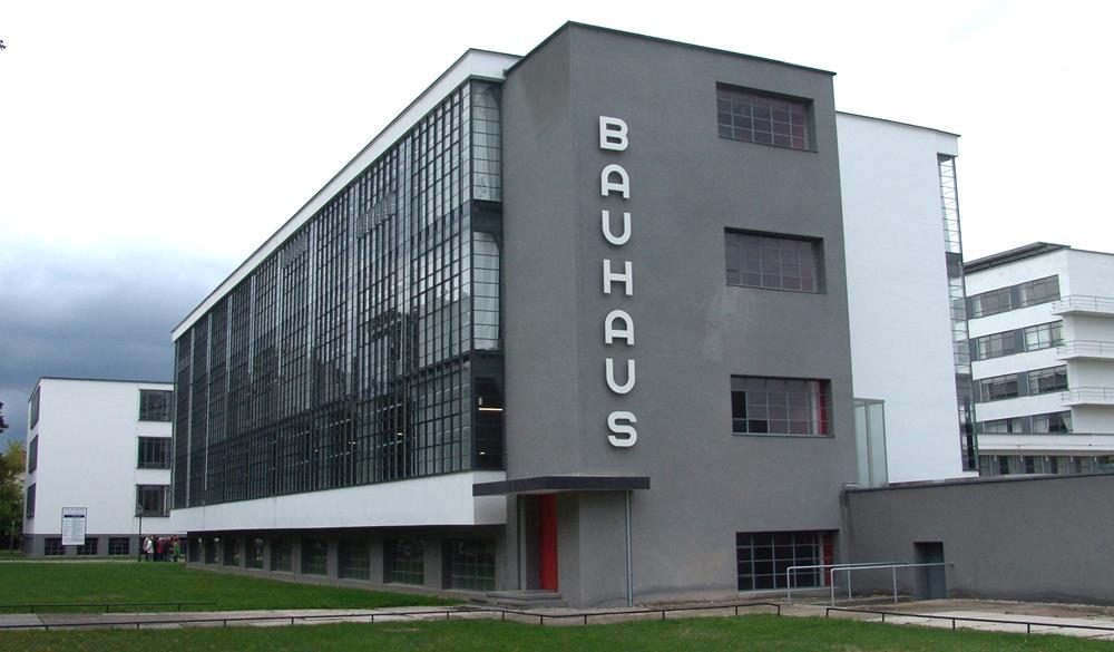 A Bauhaus de Dessau, segunda cidade a sediar a escola. Projeto de Walter Gropius.