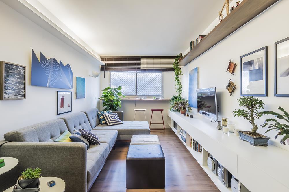 Living do apartamento reformado e decorado por Guilherme Fiorotto.