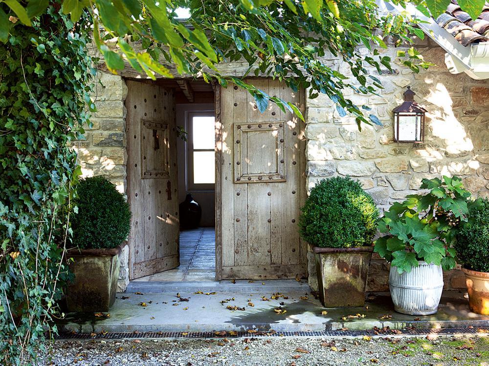 Portão da propriedade de isabel López-Quesada em Biarritz, na França.