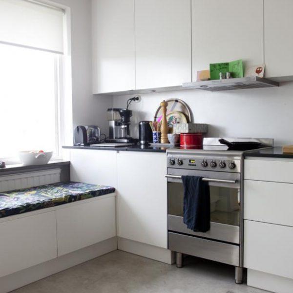 A cozinha branca e básica de Mia Anderberg.
