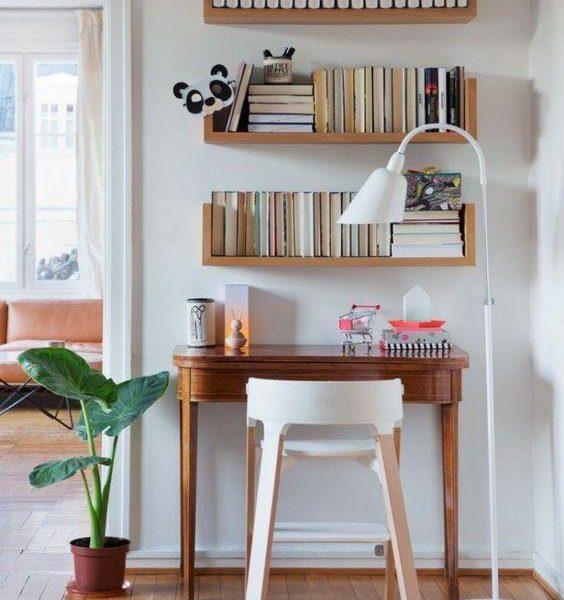 Este escritório participa mais da decoração da casa, pois fica no living, e é multifunção