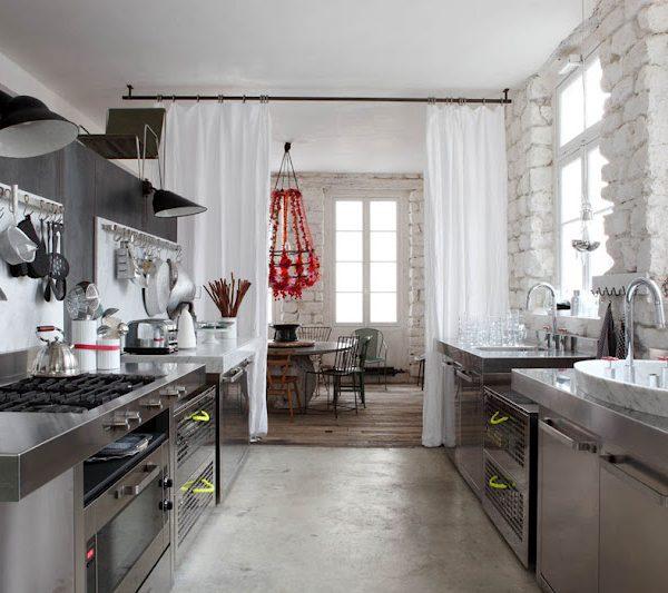 A cozinha ultra moderna da italiana cidadã do mundo, Paola Navone