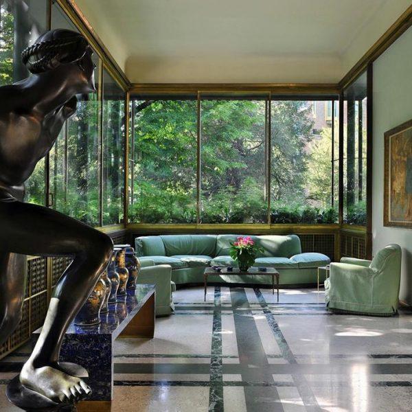 A natureza se insere na ambientação da casa, que é maravilhosa e impressionante