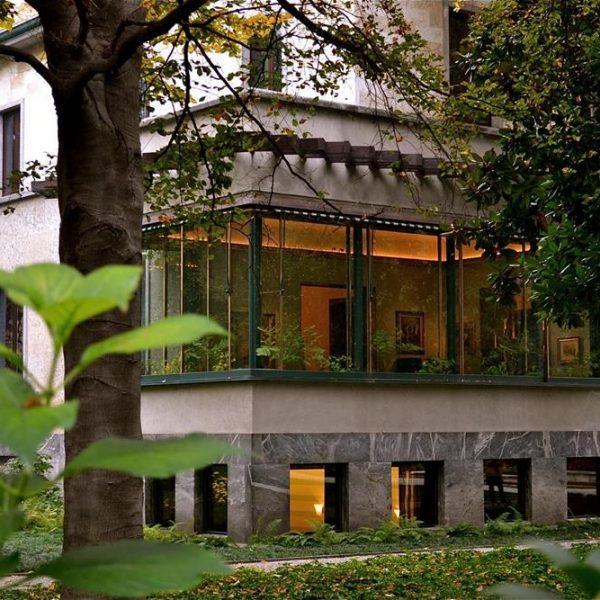 A casa envolvida pela vegetação