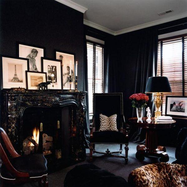 Mobiliário tradicional atualizado pelo uso do preto nas paredes e principais revestimentos.